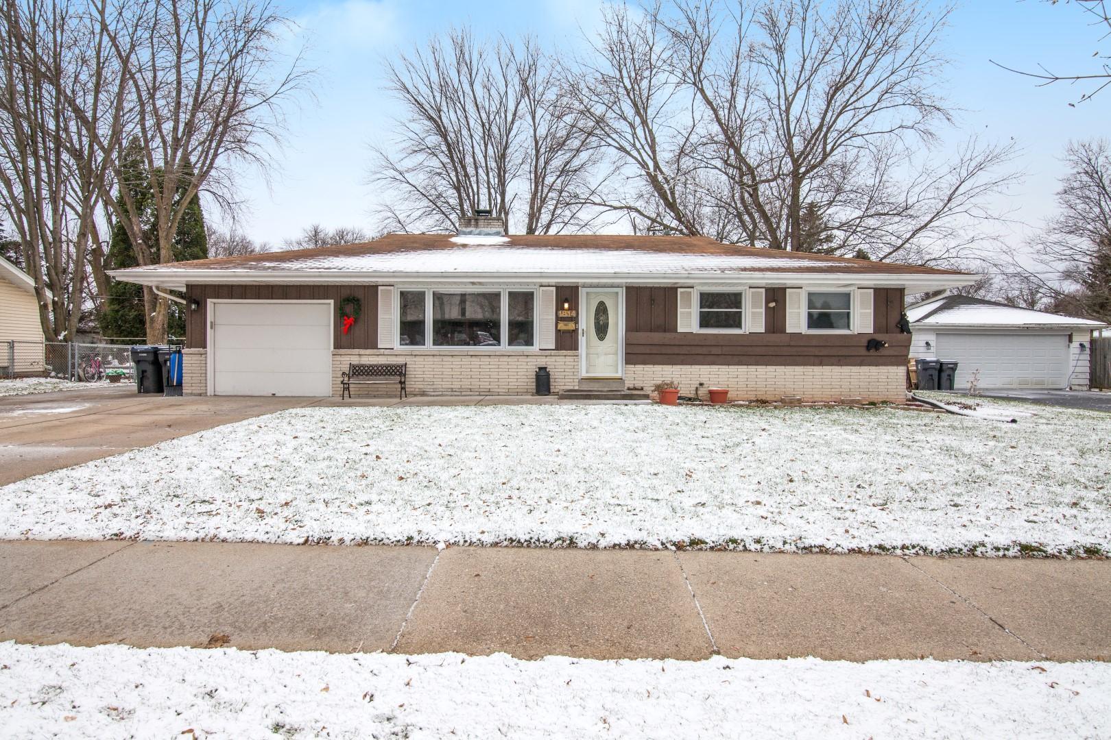 1814 Butler Dr, Waukesha, Wisconsin 53186, 3 Bedrooms Bedrooms, 6 Rooms Rooms,1 BathroomBathrooms,Single-Family,For Sale,Butler Dr,1615430