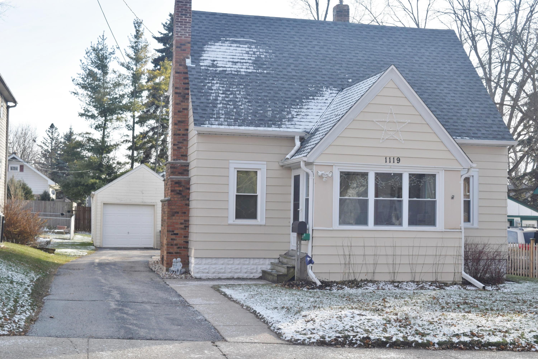 1119 Dopp St, Waukesha, Wisconsin 53188, 2 Bedrooms Bedrooms, 5 Rooms Rooms,1 BathroomBathrooms,Single-Family,For Sale,Dopp St,1615449