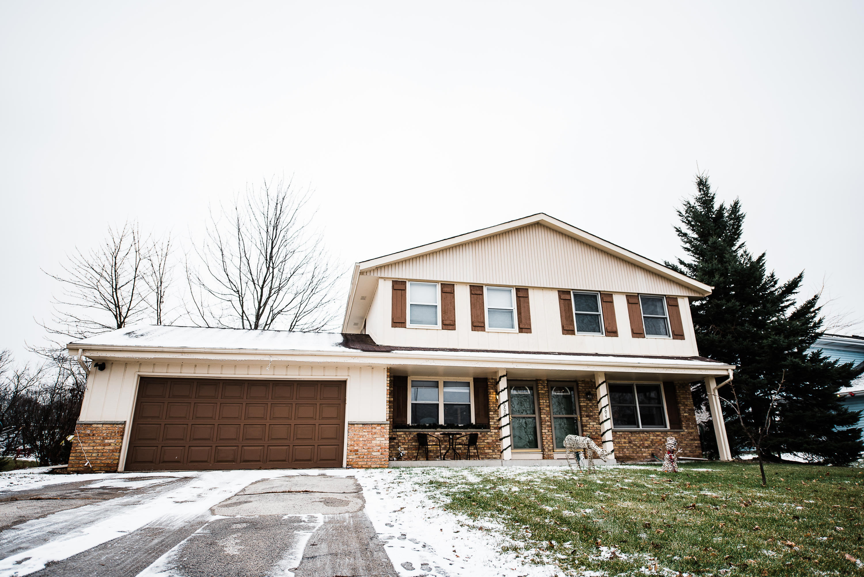 900 Imperial Dr, Hartland, Wisconsin 53029, 3 Bedrooms Bedrooms, 6 Rooms Rooms,1 BathroomBathrooms,Two-Family,For Sale,Imperial Dr,1,1615630