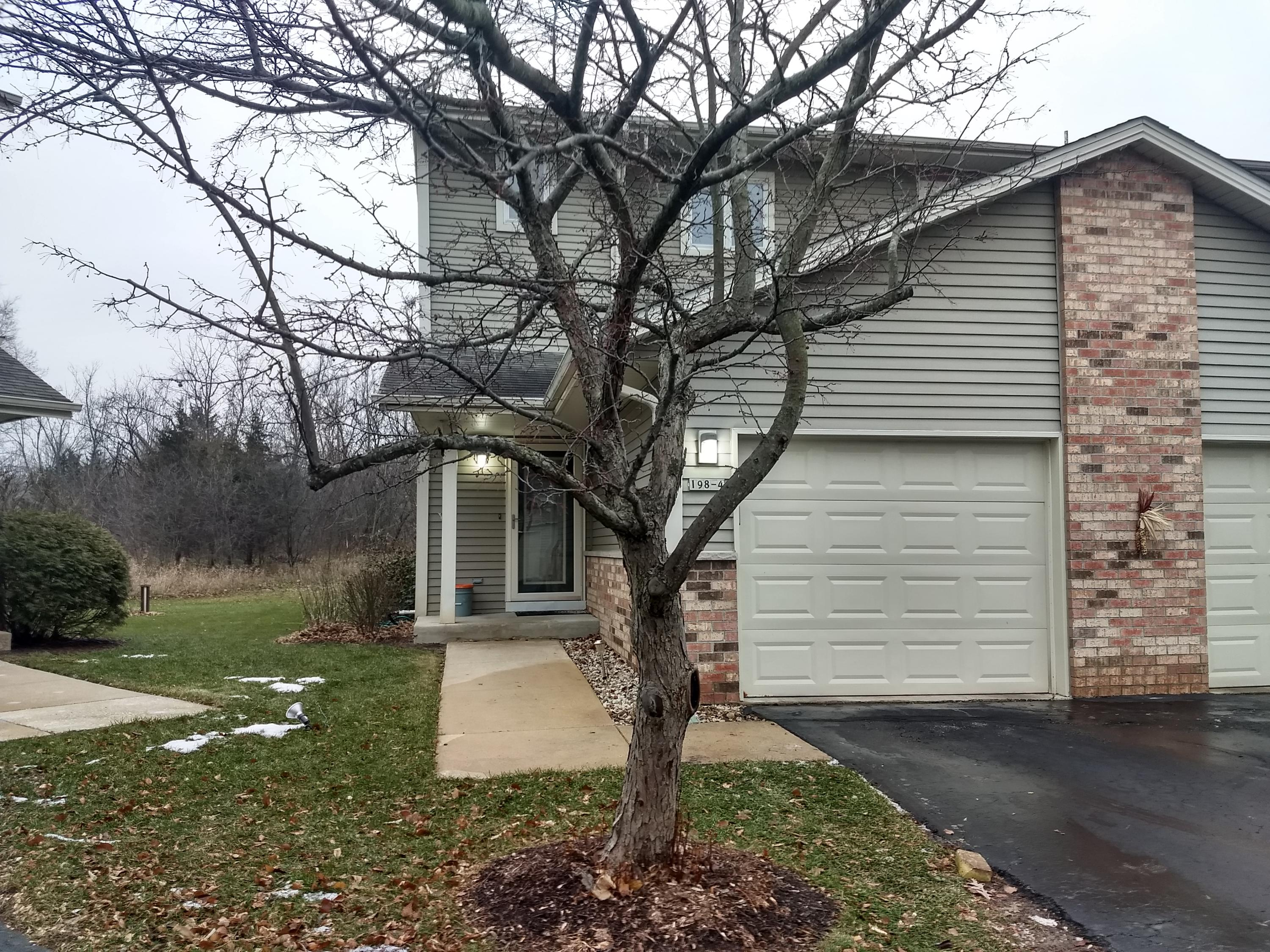 198 Country Ct, Delafield, Wisconsin 53018, 3 Bedrooms Bedrooms, 6 Rooms Rooms,2 BathroomsBathrooms,Condominiums,For Sale,Country Ct,1,1615681