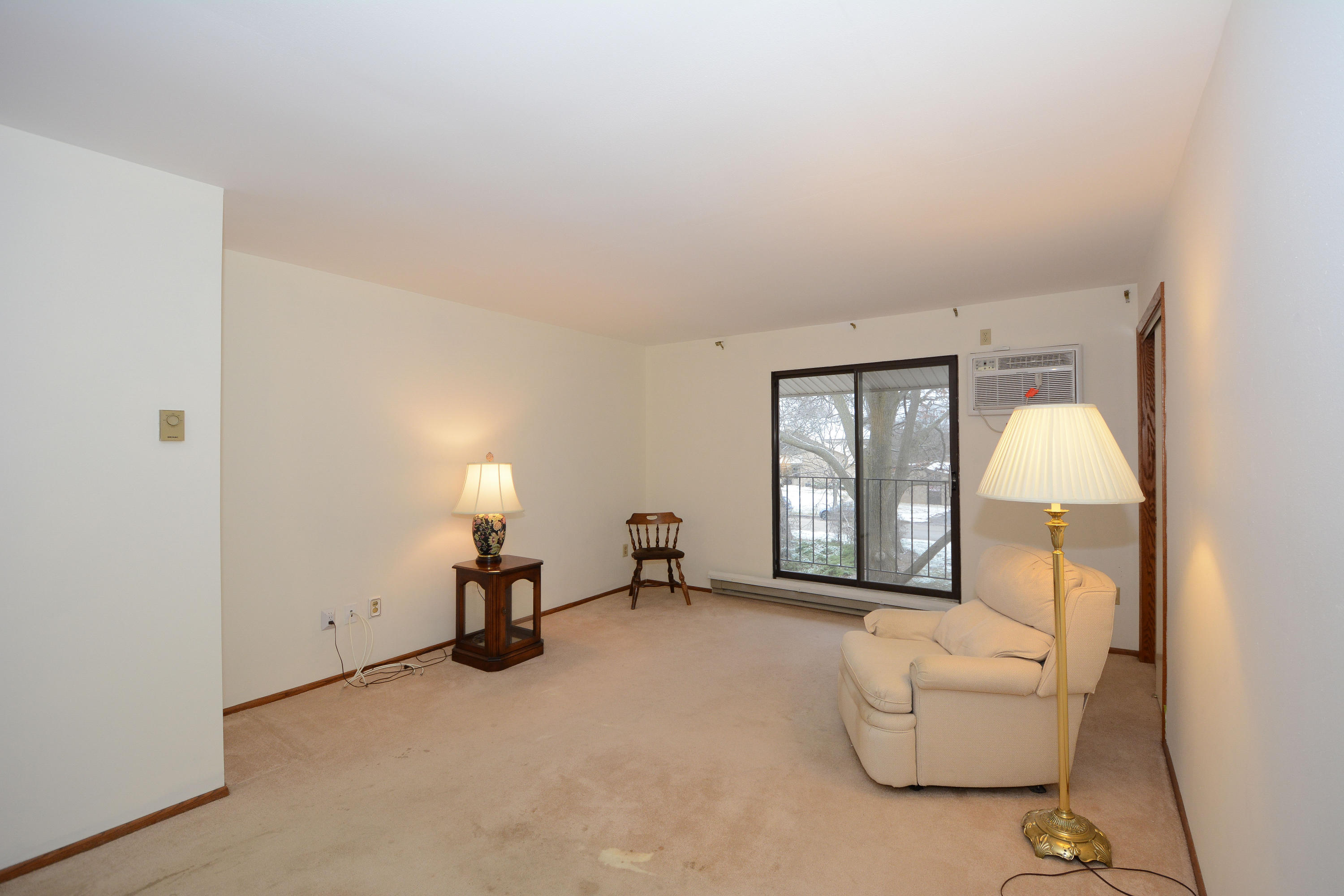 1684 S Carriage Ln, #D, New Berlin, WI 53151