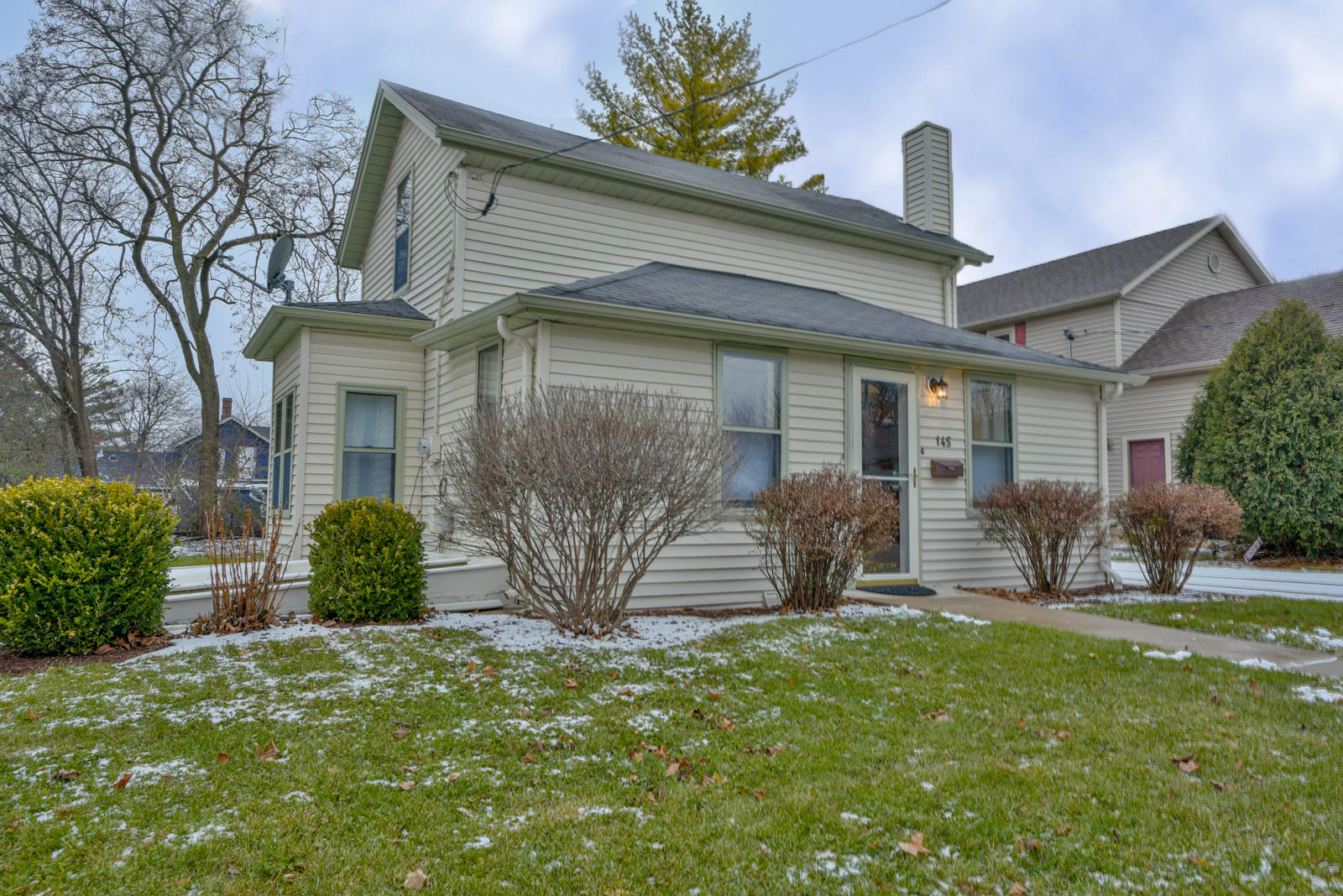 145 Sussex St, Pewaukee, Wisconsin 53072, 3 Bedrooms Bedrooms, ,1 BathroomBathrooms,Single-Family,For Sale,Sussex St,1616005