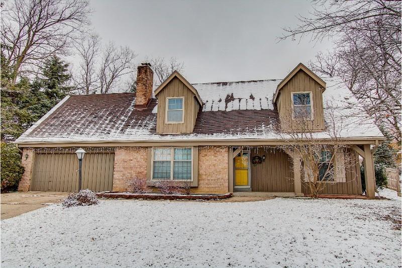 3110 Woodridge Ln, Waukesha, Wisconsin 53188, 4 Bedrooms Bedrooms, ,2 BathroomsBathrooms,Single-Family,For Sale,Woodridge Ln,1616137
