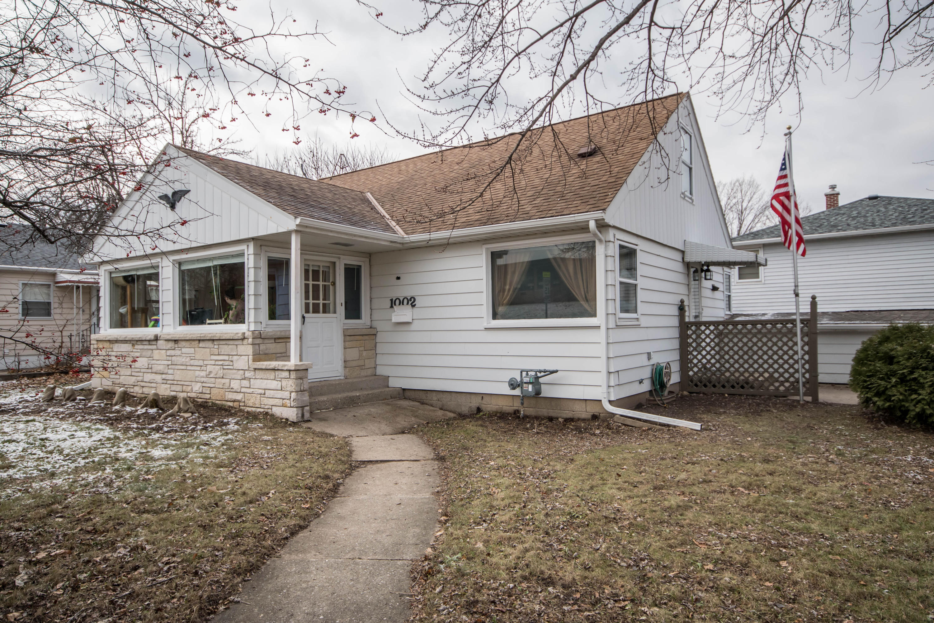 1002 East Ave, Waukesha, Wisconsin 53186, 3 Bedrooms Bedrooms, 6 Rooms Rooms,1 BathroomBathrooms,Single-Family,For Sale,East Ave,1616132