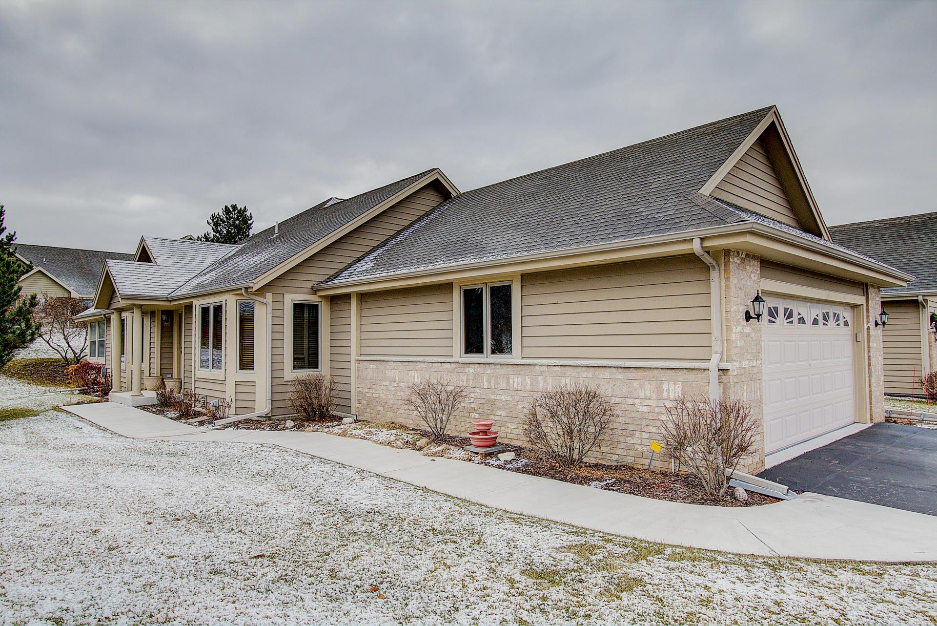 N21W24303 Parkway Meadow Cir, Pewaukee, Wisconsin 53072, 2 Bedrooms Bedrooms, 12 Rooms Rooms,3 BathroomsBathrooms,Condominiums,For Sale,Parkway Meadow Cir,1,1616123