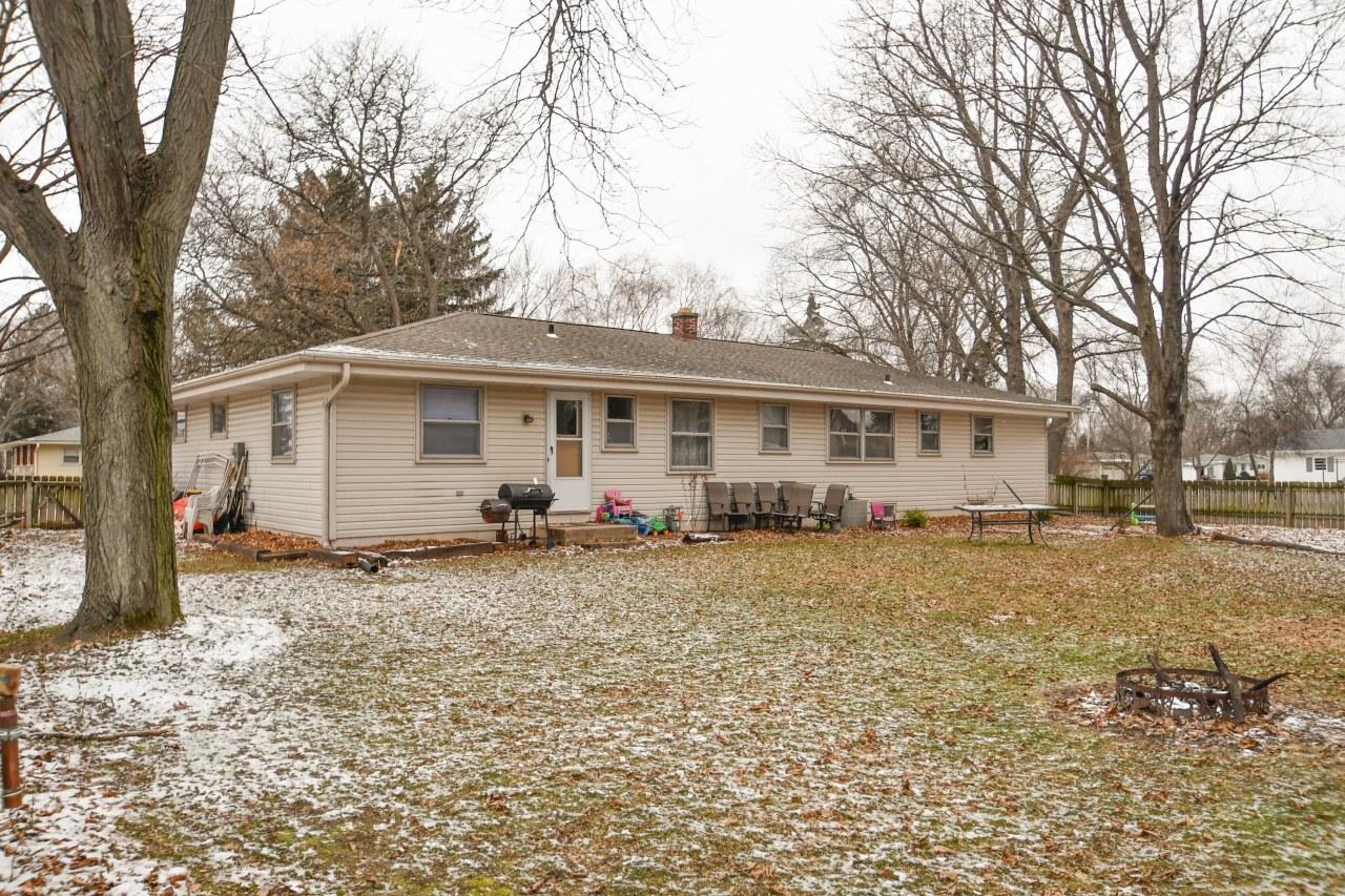 1005 Christopher Ct, Oconomowoc, Wisconsin 53066, 3 Bedrooms Bedrooms, 7 Rooms Rooms,1 BathroomBathrooms,Single-Family,For Sale,Christopher Ct,1616138