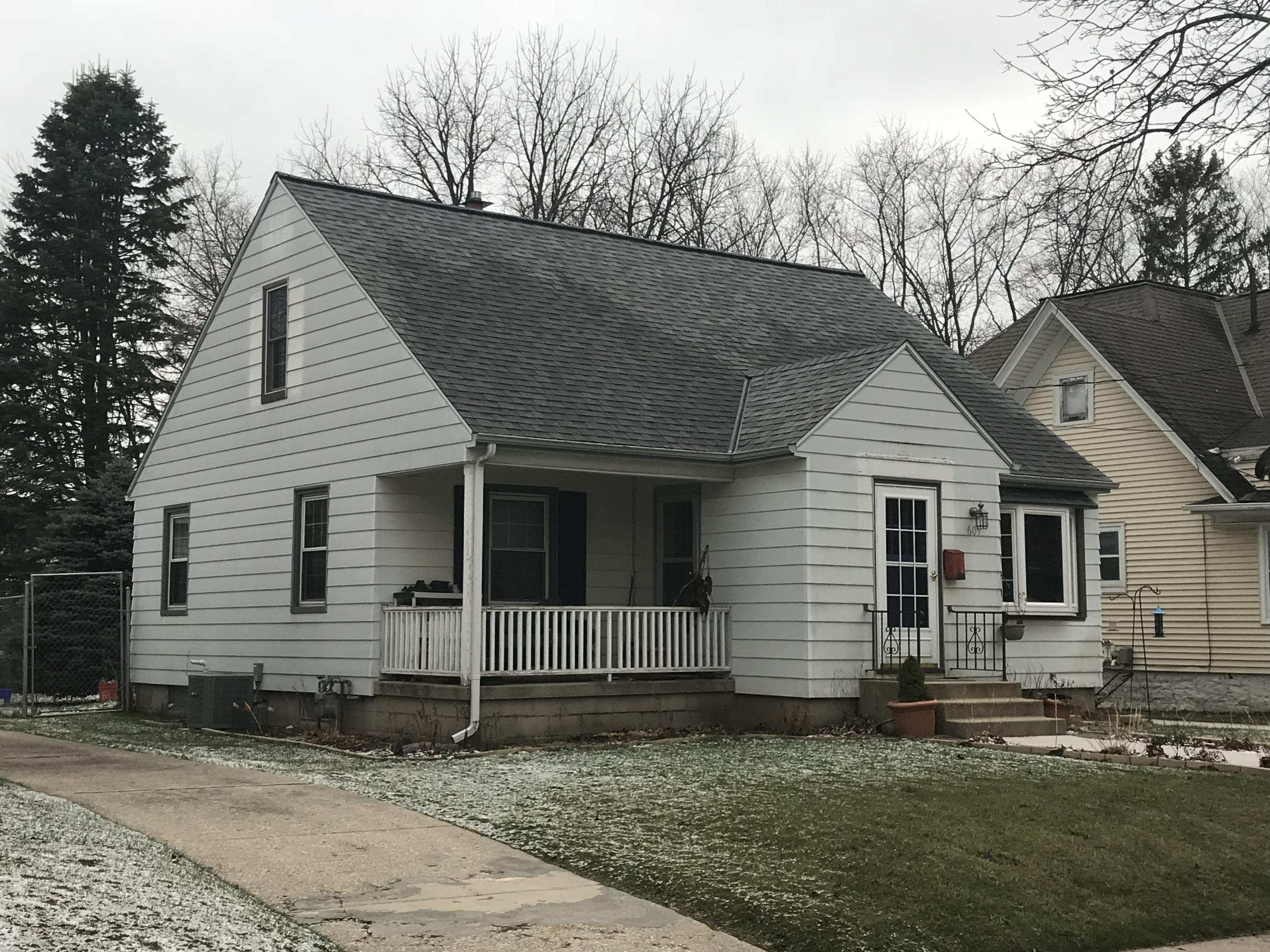 609 Beechwood Ave, Waukesha, Wisconsin 53186, 2 Bedrooms Bedrooms, 5 Rooms Rooms,1 BathroomBathrooms,Single-Family,For Sale,Beechwood Ave,1616200