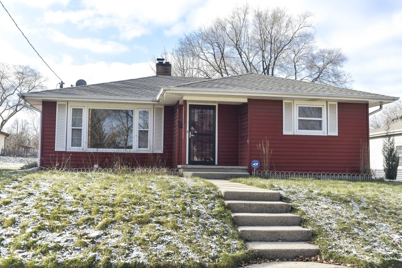 1010 Greenfield Ave, Waukesha, Wisconsin 53186, 3 Bedrooms Bedrooms, 5 Rooms Rooms,1 BathroomBathrooms,Single-Family,For Sale,Greenfield Ave,1616239