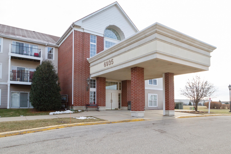 6935 70th Ct, Kenosha, Wisconsin 53142, 1 Bedroom Bedrooms, 3 Rooms Rooms,1 BathroomBathrooms,Condominiums,For Sale,70th Ct,1,1616403