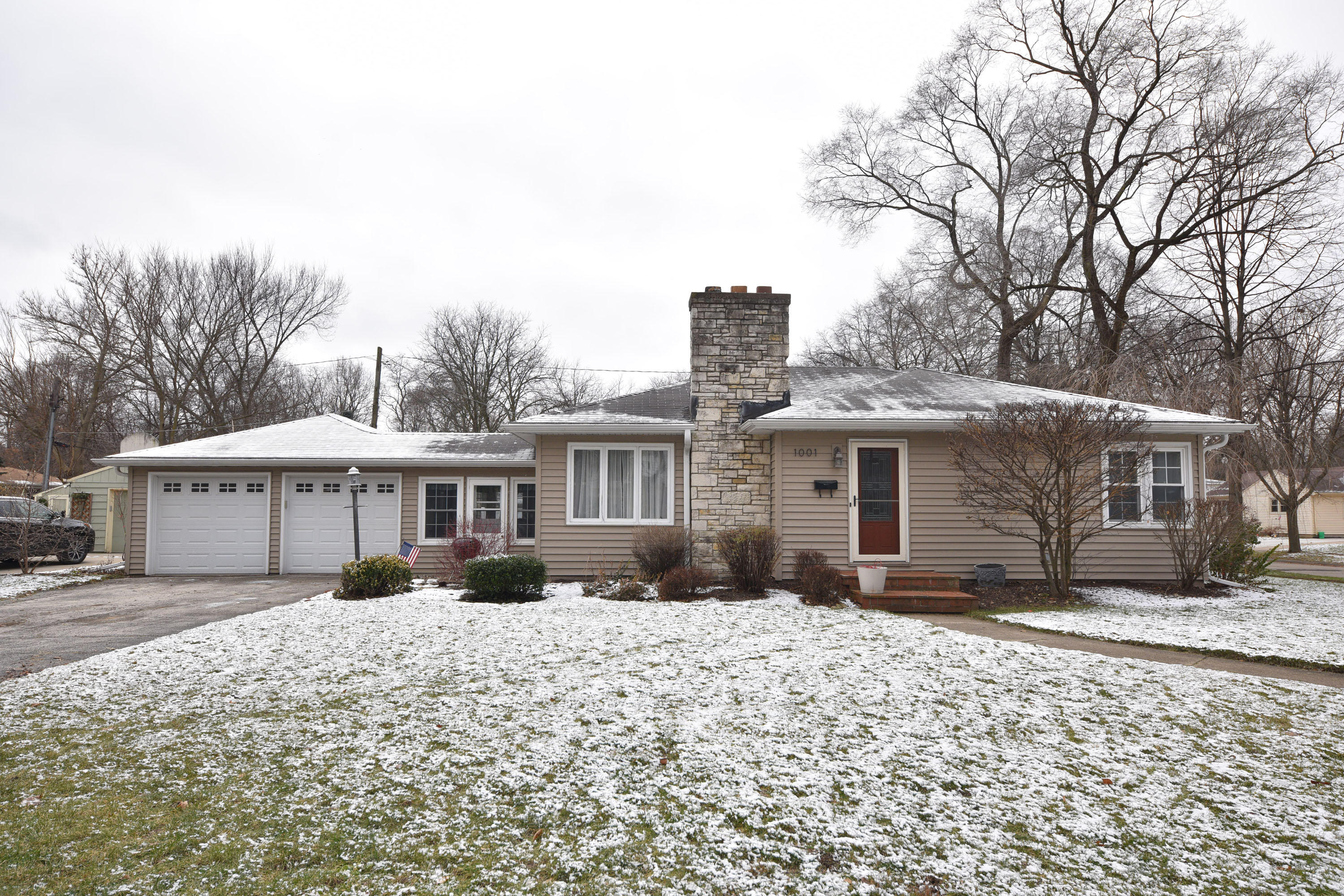 1001 Laflin Ave, Waukesha, Wisconsin 53186, 2 Bedrooms Bedrooms, ,2 BathroomsBathrooms,Single-Family,For Sale,Laflin Ave,1616417