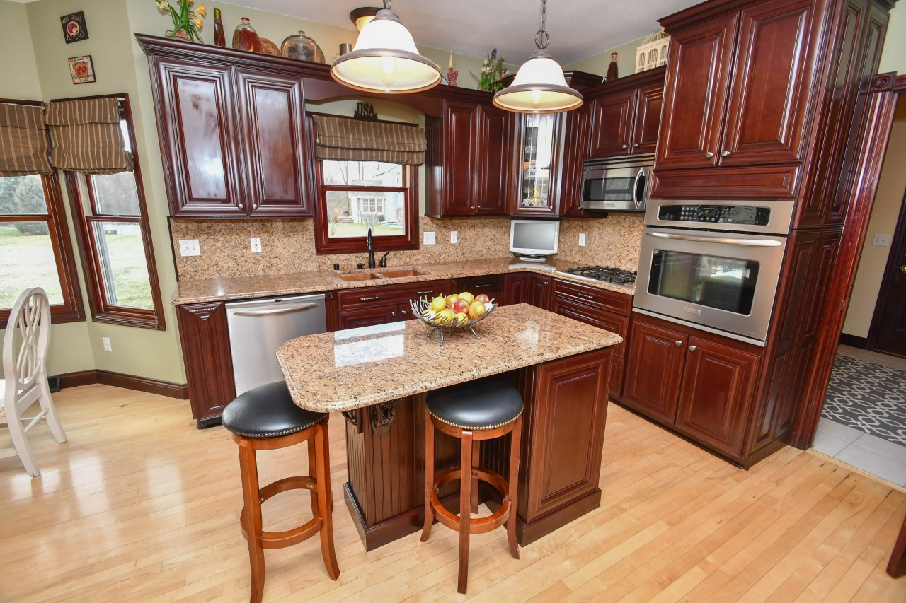 1373 Forest View Ln, Oconomowoc, Wisconsin 53066, 3 Bedrooms Bedrooms, ,2 BathroomsBathrooms,Single-Family,For Sale,Forest View Ln,1616491