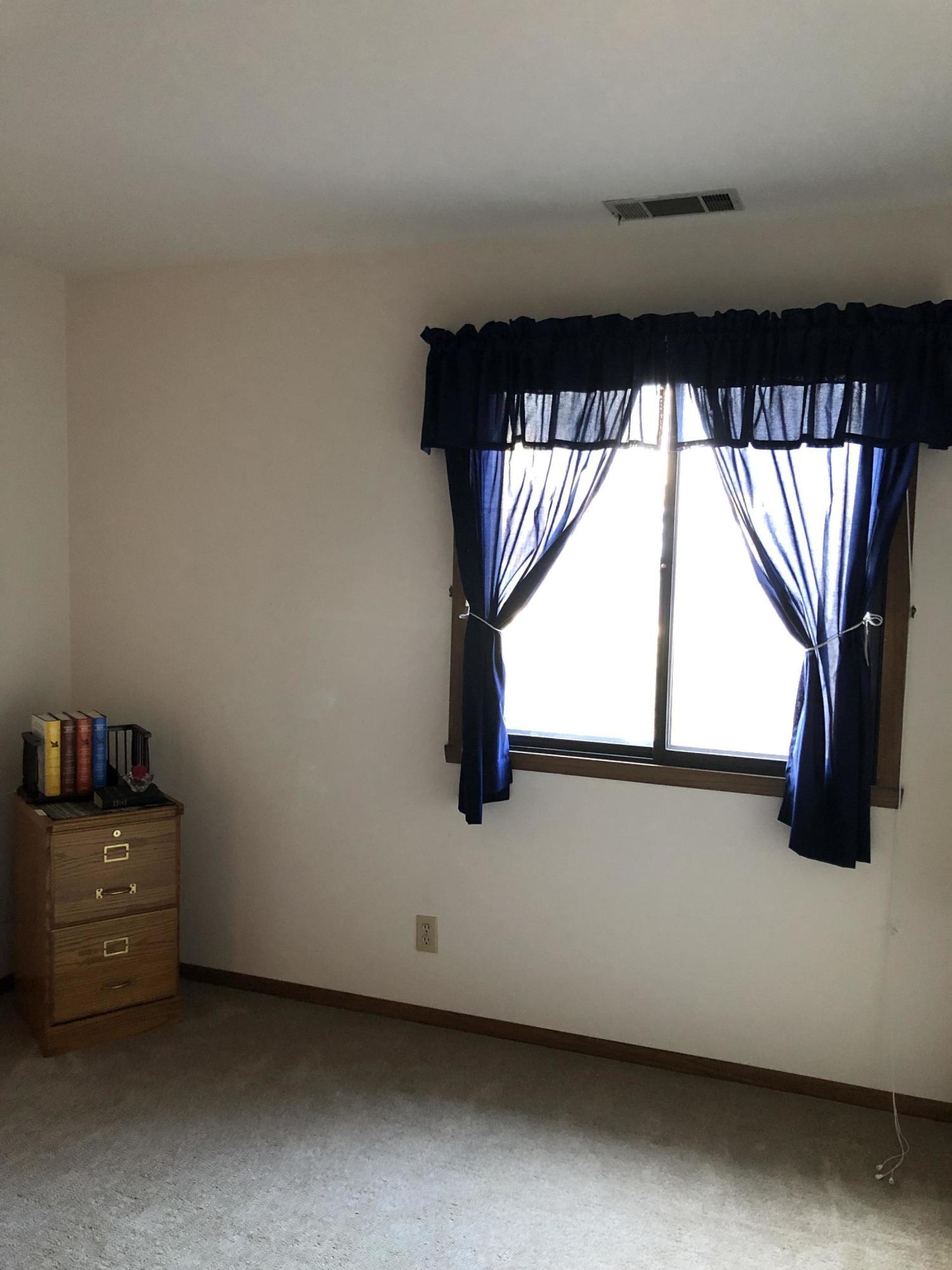 368 Park Hill Dr, Pewaukee, Wisconsin 53072, 2 Bedrooms Bedrooms, 5 Rooms Rooms,2 BathroomsBathrooms,Condominiums,For Sale,Park Hill Dr,1,1616339