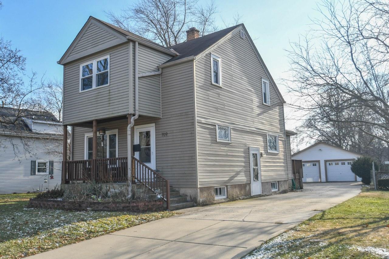709 Wisconsin Ave, Oconomowoc, Wisconsin 53066, 4 Bedrooms Bedrooms, ,2 BathroomsBathrooms,Single-Family,For Sale,Wisconsin Ave,1616479