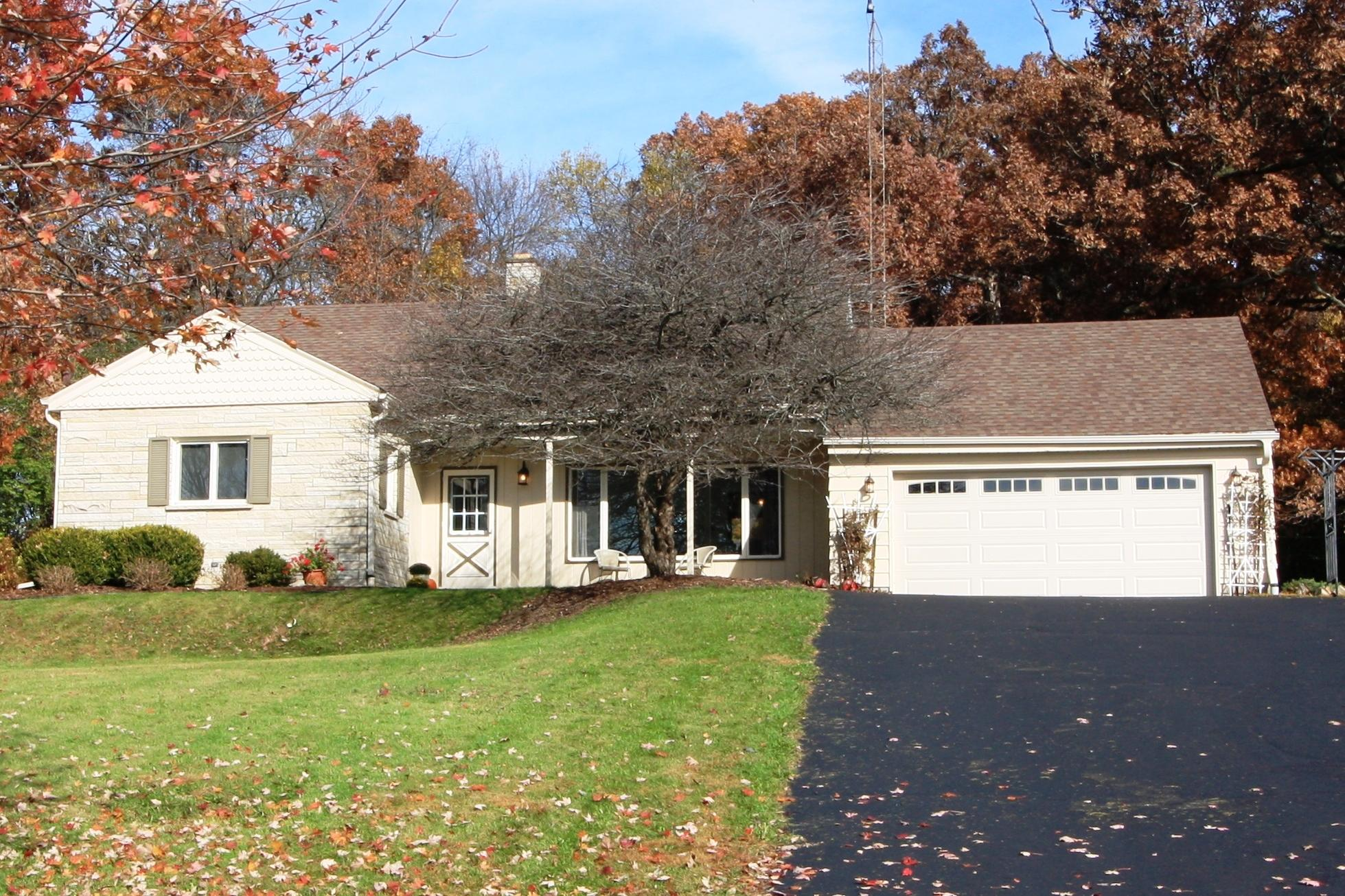 W284N814 Cherry Ln, Delafield, Wisconsin 53188, 4 Bedrooms Bedrooms, 9 Rooms Rooms,2 BathroomsBathrooms,Single-Family,For Sale,Cherry Ln,1613407