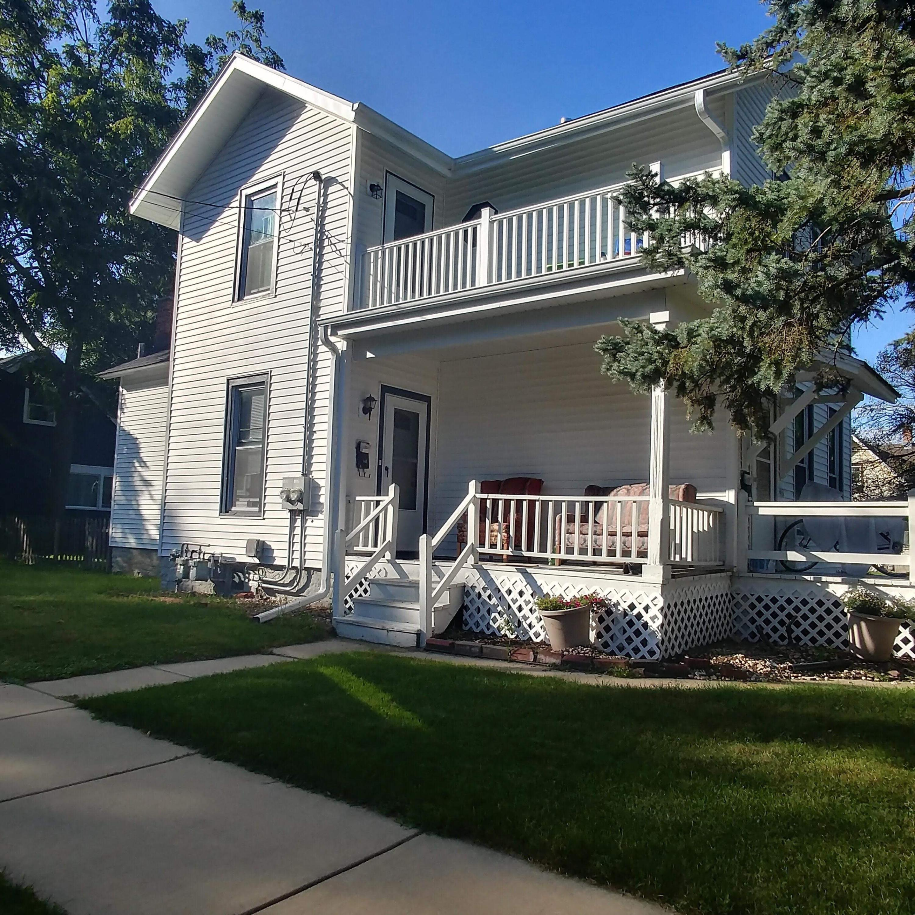 64 Maple St, Oconomowoc, Wisconsin 53066, 2 Bedrooms Bedrooms, 5 Rooms Rooms,1 BathroomBathrooms,Two-Family,For Sale,Maple St,1,1616418