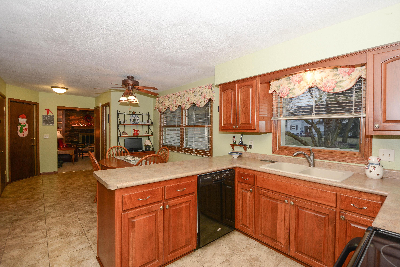 W224N2615 Ridgewood Ln, Pewaukee, Wisconsin 53186, 4 Bedrooms Bedrooms, 9 Rooms Rooms,2 BathroomsBathrooms,Single-Family,For Sale,Ridgewood Ln,1616757
