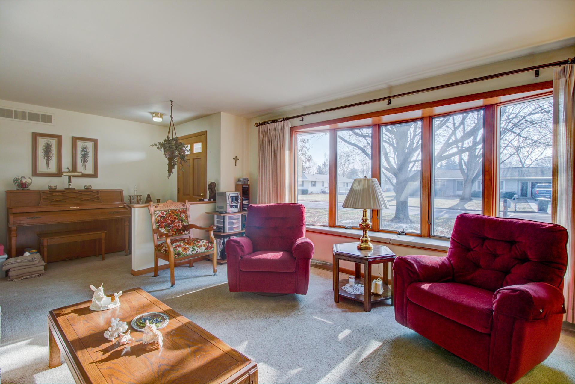 676 Daffodil Ct, Oconomowoc, Wisconsin 53066, 3 Bedrooms Bedrooms, 7 Rooms Rooms,1 BathroomBathrooms,Single-Family,For Sale,Daffodil Ct,1616826