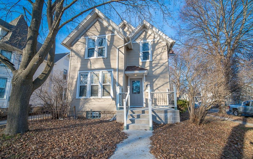 434 College Ave, Waukesha, Wisconsin 53186, 4 Bedrooms Bedrooms, ,2 BathroomsBathrooms,Single-Family,For Sale,College Ave,1617233