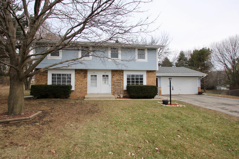 734 Normandy Cir, Hartland, Wisconsin 53029, 3 Bedrooms Bedrooms, 5 Rooms Rooms,1 BathroomBathrooms,Two-Family,For Sale,Normandy Cir,1,1617315