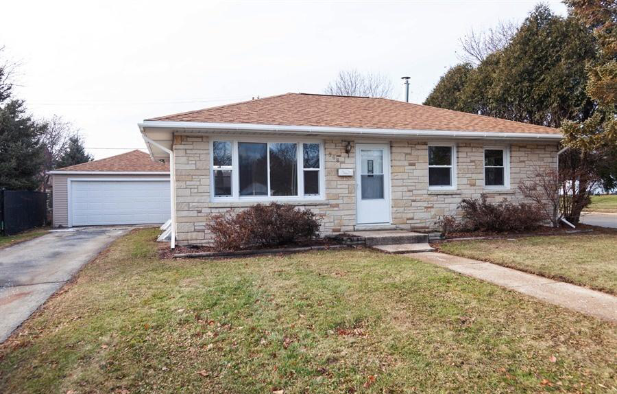 308 Moreland Blvd, Waukesha, Wisconsin 53188, 3 Bedrooms Bedrooms, 5 Rooms Rooms,1 BathroomBathrooms,Single-Family,For Sale,Moreland Blvd,1617278
