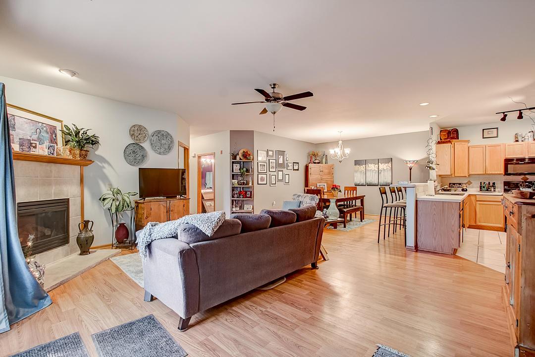 W241N2533 Parkway Meadow Cir, Pewaukee, Wisconsin 53072, 2 Bedrooms Bedrooms, ,2 BathroomsBathrooms,Condominiums,For Sale,Parkway Meadow Cir,1,1618417