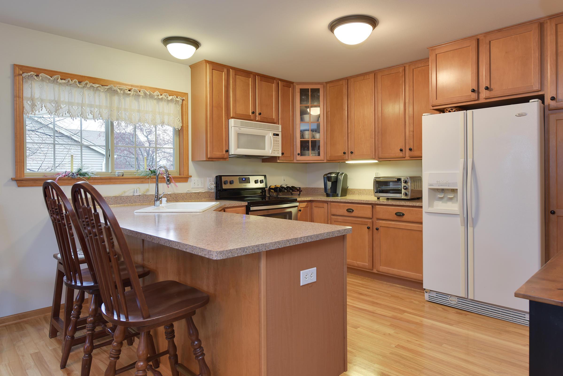 1132 Oriole Dr, Oconomowoc, Wisconsin 53066, 3 Bedrooms Bedrooms, 7 Rooms Rooms,2 BathroomsBathrooms,Single-Family,For Sale,Oriole Dr,1617573