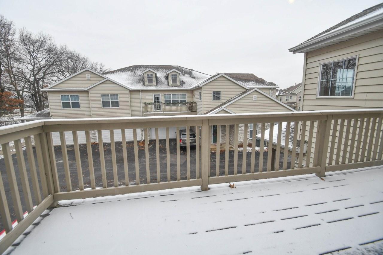 N16W26401 Meadowgrass Cir, Pewaukee, Wisconsin 53072, 2 Bedrooms Bedrooms, 5 Rooms Rooms,2 BathroomsBathrooms,Condominiums,For Sale,Meadowgrass Cir,2,1617919