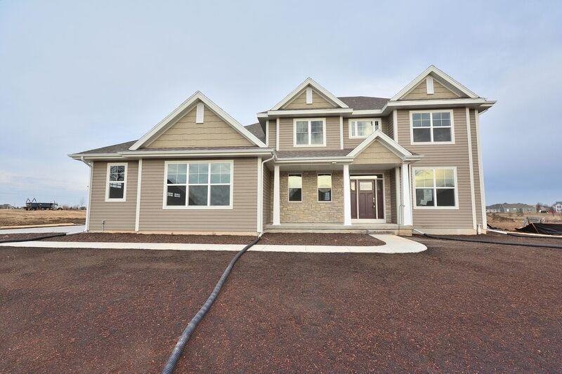 8090 W Mourning Dove Ln Mequon, WI 53097 Property Image
