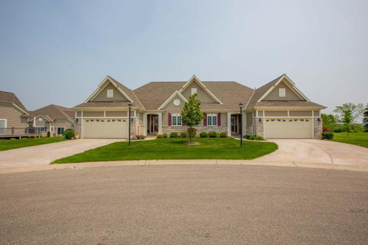 2222 Kayla Dr, Waukesha, Wisconsin 53188, 2 Bedrooms Bedrooms, ,2 BathroomsBathrooms,Condominiums,For Sale,Kayla Dr,1,1618057