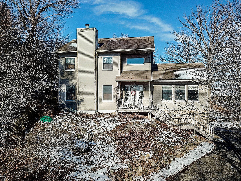 2208 Woodfield Cir, Waukesha, Wisconsin 53188, 3 Bedrooms Bedrooms, 7 Rooms Rooms,2 BathroomsBathrooms,Single-Family,For Sale,Woodfield Cir,1618302