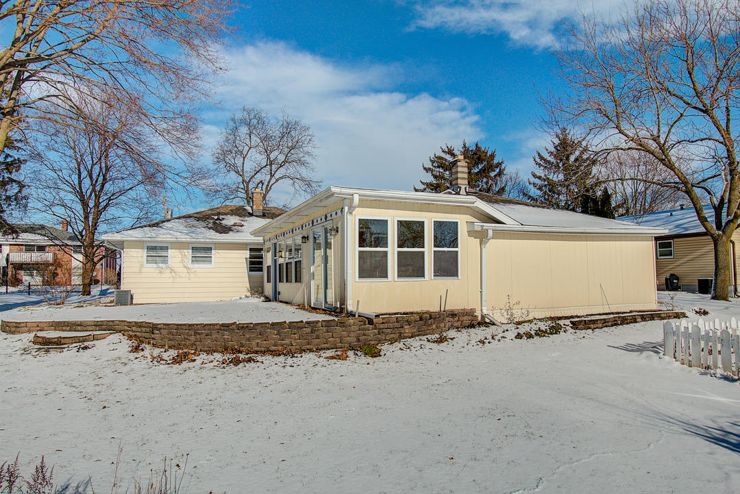 307 Hill St, Hartland, Wisconsin 53029, 3 Bedrooms Bedrooms, ,1 BathroomBathrooms,Single-Family,For Sale,Hill St,1618323