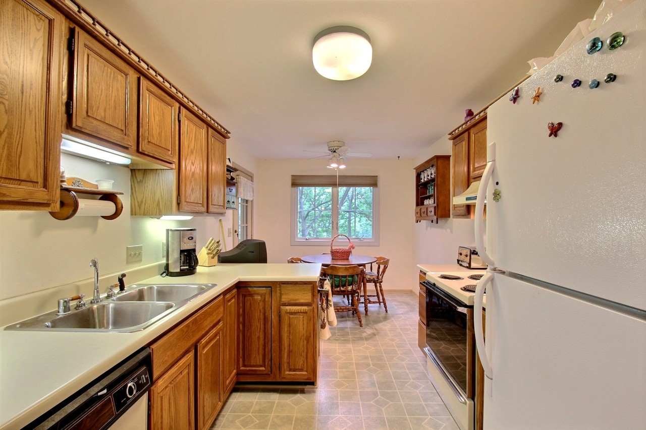2368 Quail Hollow Ct, Delafield, Wisconsin 53018, 2 Bedrooms Bedrooms, ,2 BathroomsBathrooms,Condominiums,For Sale,Quail Hollow Ct,1,1618487