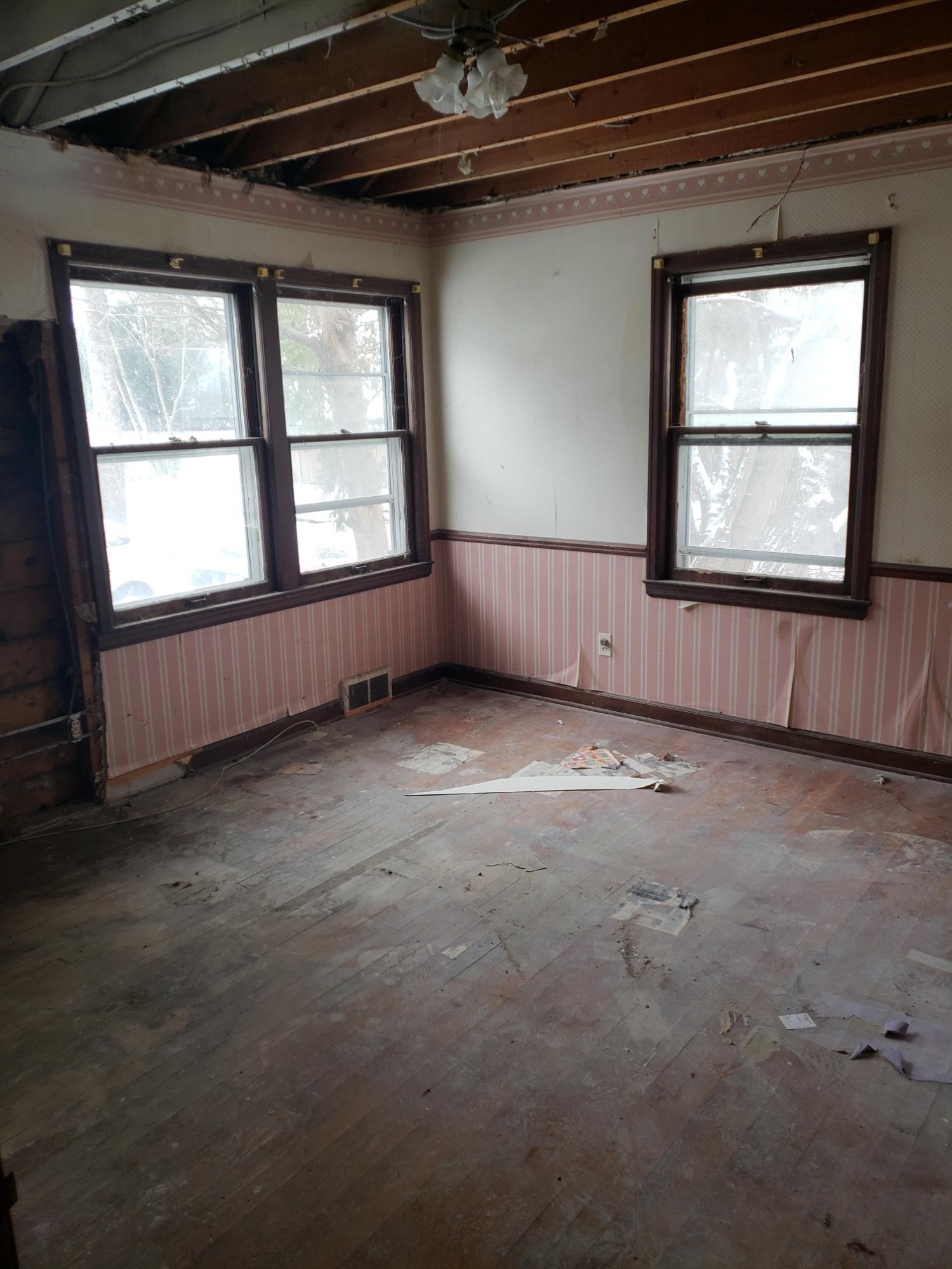 1009 Linden St, Waukesha, Wisconsin 53186, 3 Bedrooms Bedrooms, 6 Rooms Rooms,1 BathroomBathrooms,Single-Family,For Sale,Linden St,1618841