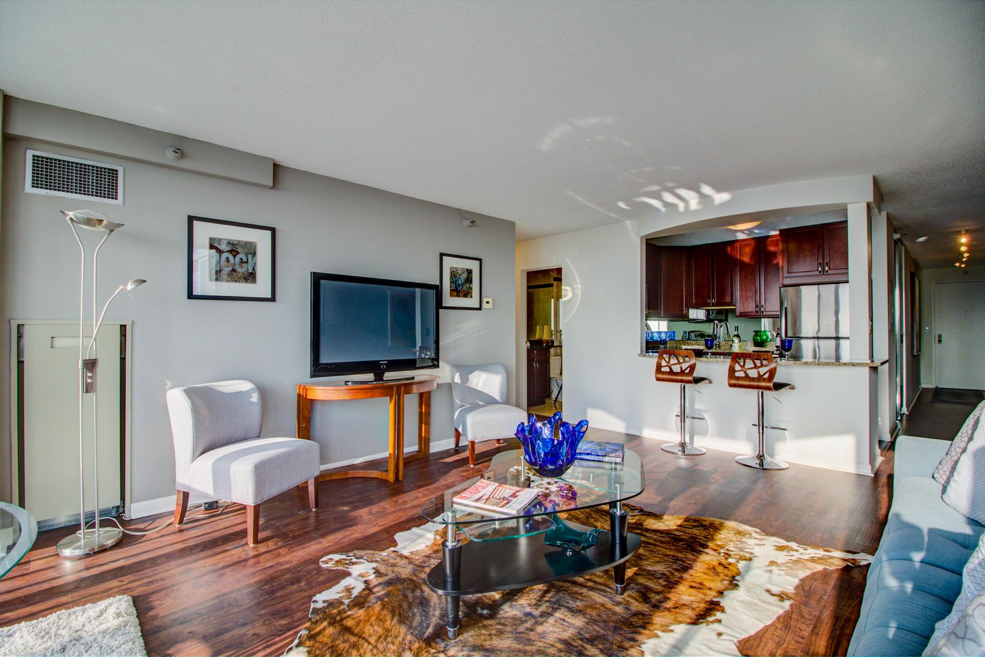 1660 Prospect Ave, Milwaukee, Wisconsin 53202, 2 Bedrooms Bedrooms, 4 Rooms Rooms,2 BathroomsBathrooms,Condominiums,For Sale,Prospect Ave,26,1619101