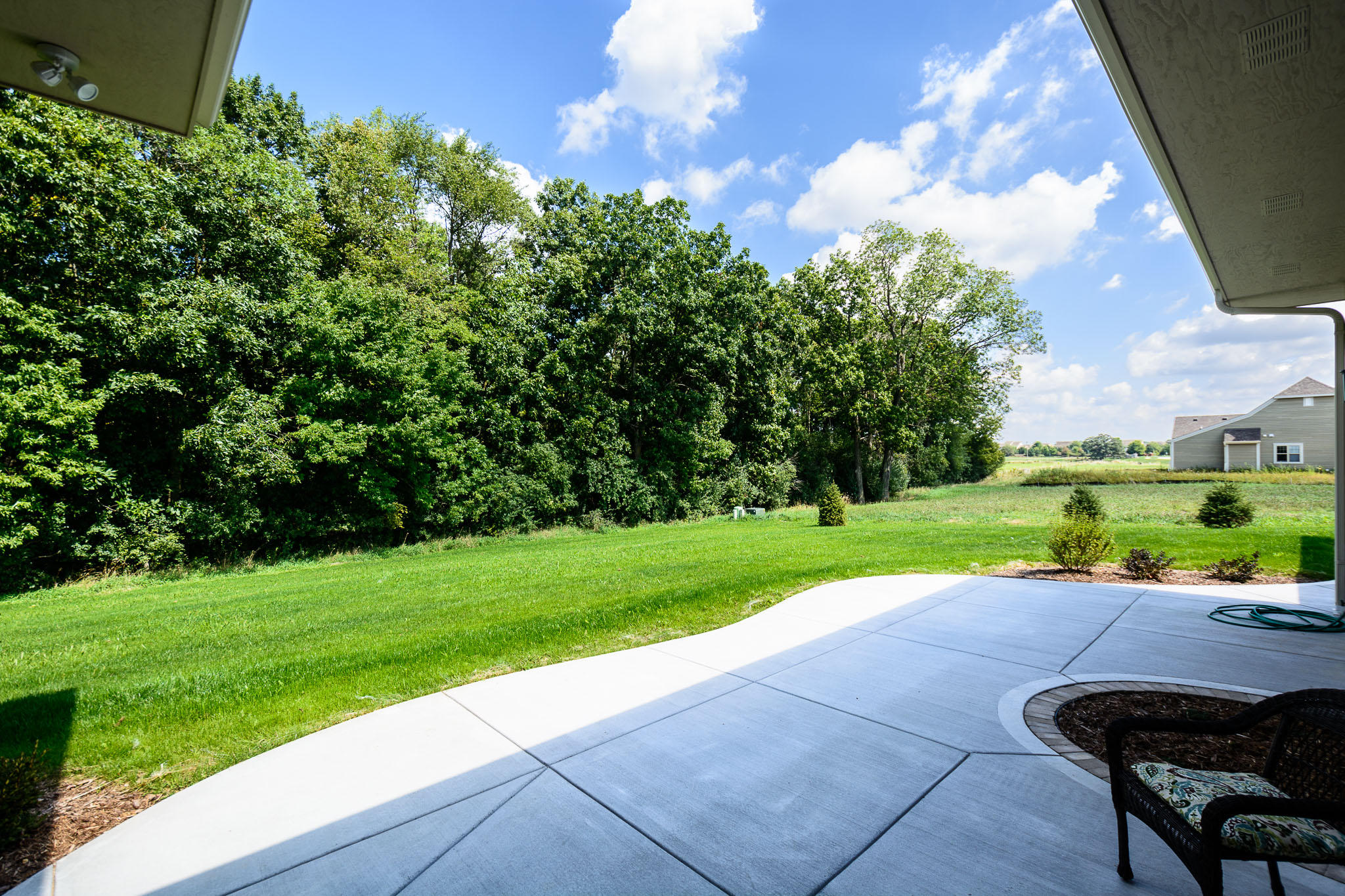 240 Four Winds Ct, Hartland, Wisconsin 53029, 4 Bedrooms Bedrooms, 12 Rooms Rooms,3 BathroomsBathrooms,Single-Family,For Sale,Four Winds Ct,1618846