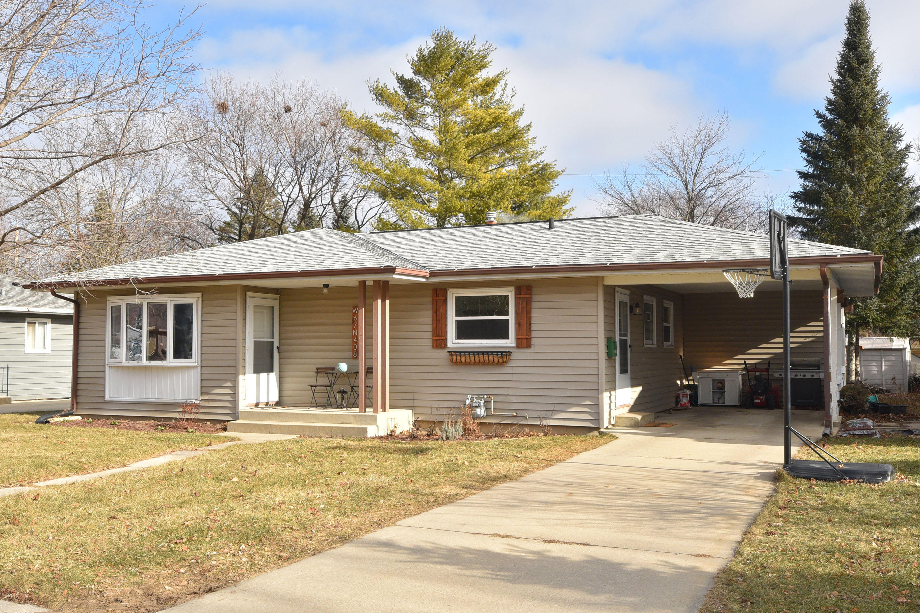 W67N408 Grant Ave, Cedarburg, Wisconsin 53012, 3 Bedrooms Bedrooms, 5 Rooms Rooms,1 BathroomBathrooms,Single-Family,For Sale,Grant Ave,1619254
