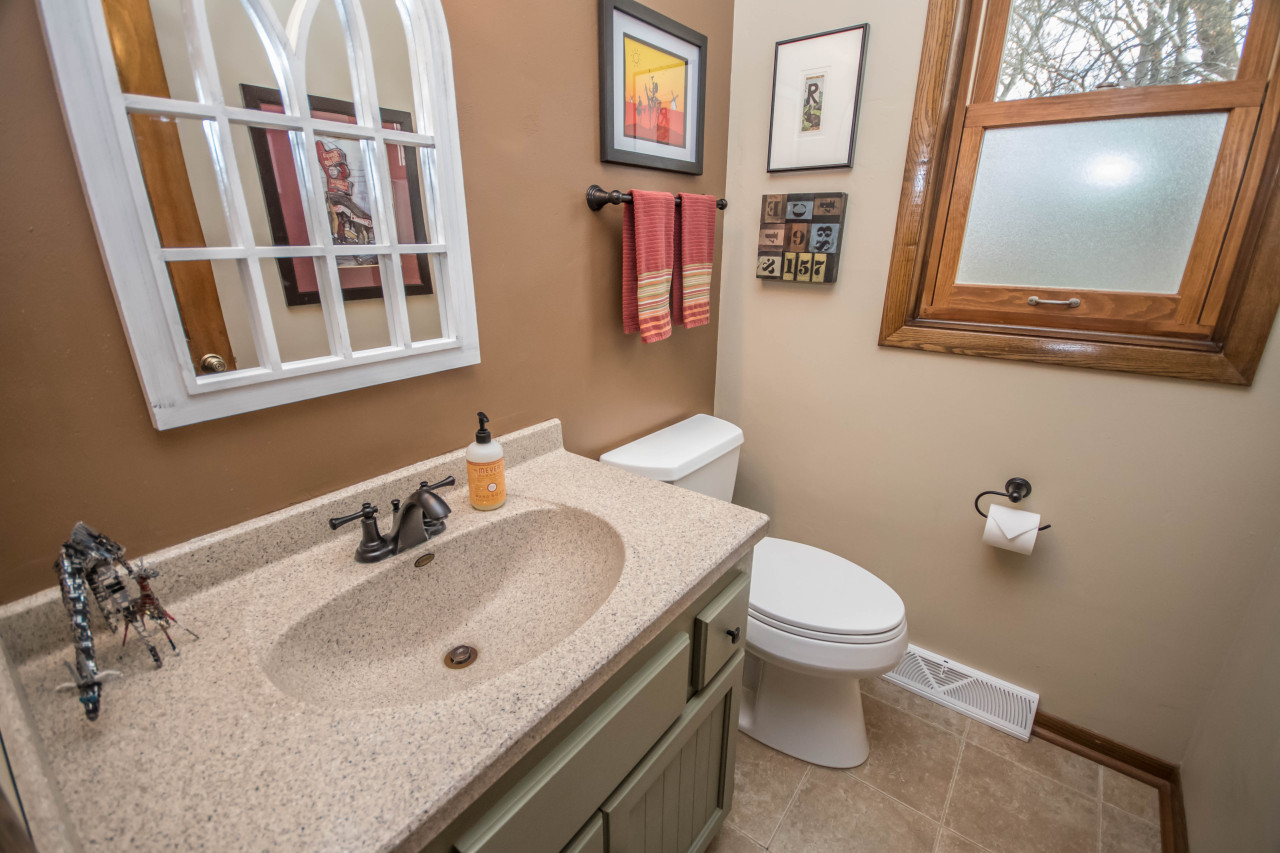 1223 Sweetbriar Dr, Waukesha, Wisconsin 53186, 3 Bedrooms Bedrooms, 8 Rooms Rooms,2 BathroomsBathrooms,Single-Family,For Sale,Sweetbriar Dr,1618961