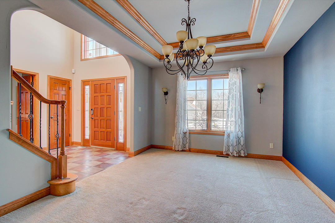 3956 Oakmont Trl, Waukesha, Wisconsin 53188, 5 Bedrooms Bedrooms, 16 Rooms Rooms,3 BathroomsBathrooms,Single-Family,For Sale,Oakmont Trl,1619078