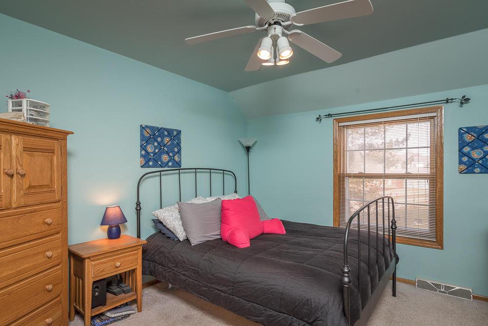 795 Greenway Ter, Hartland, Wisconsin 53029, 4 Bedrooms Bedrooms, ,3 BathroomsBathrooms,Single-Family,For Sale,Greenway Ter,1619232