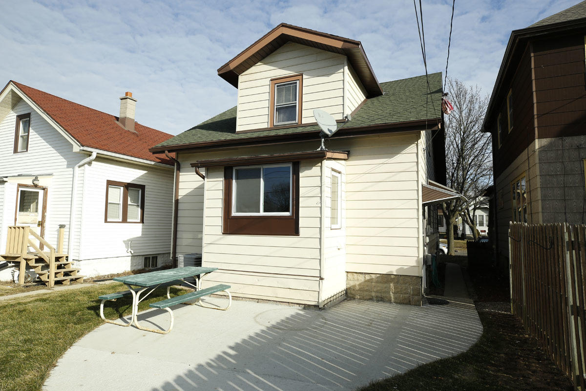1965 71st St, West Allis, Wisconsin 53219, 3 Bedrooms Bedrooms, 6 Rooms Rooms,1 BathroomBathrooms,Single-Family,For Sale,71st St,1619240