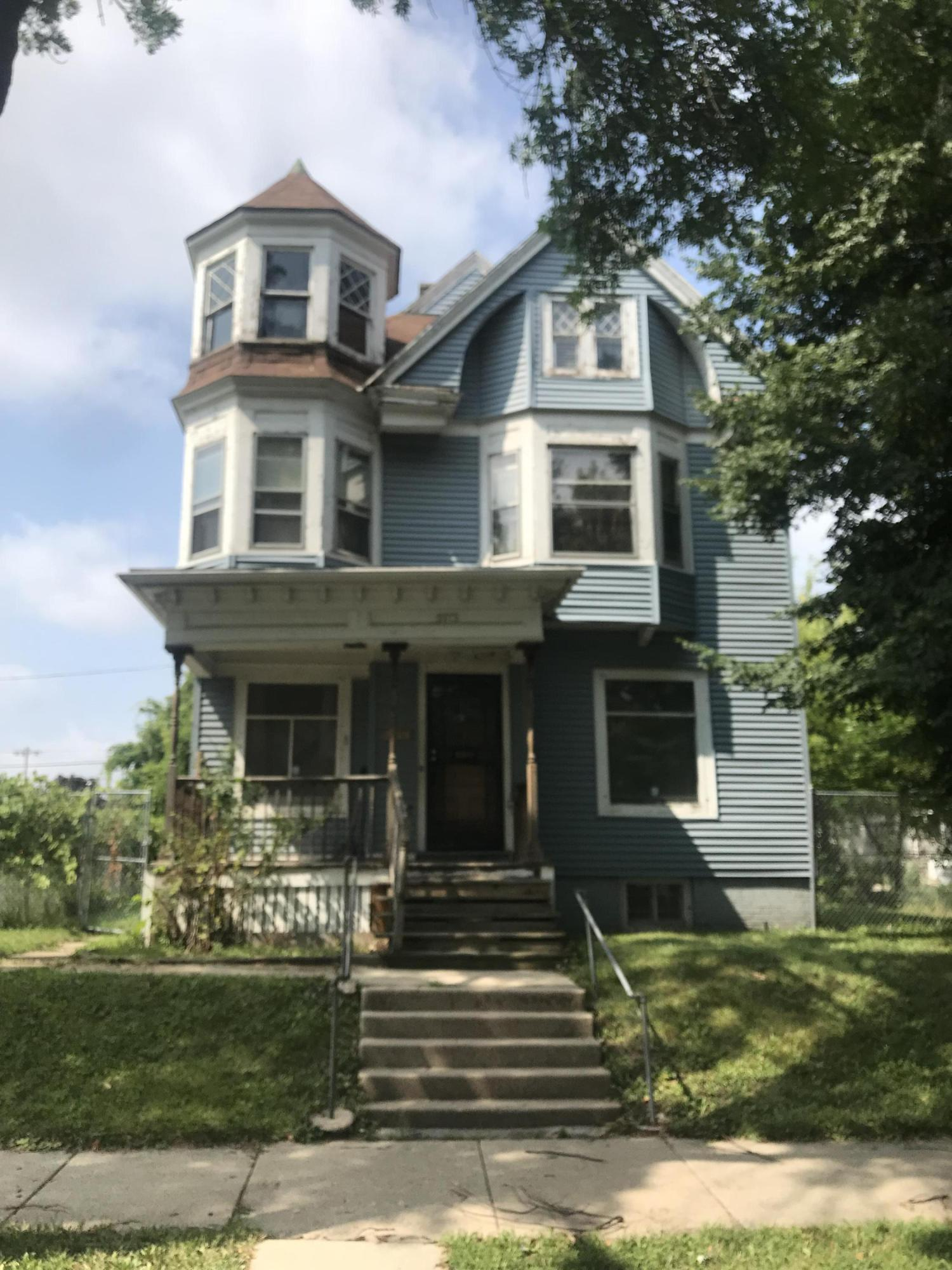 2013 28th St, Milwaukee, Wisconsin 53208, 6 Bedrooms Bedrooms, ,2 BathroomsBathrooms,Single-Family,For Sale,28th St,1619497