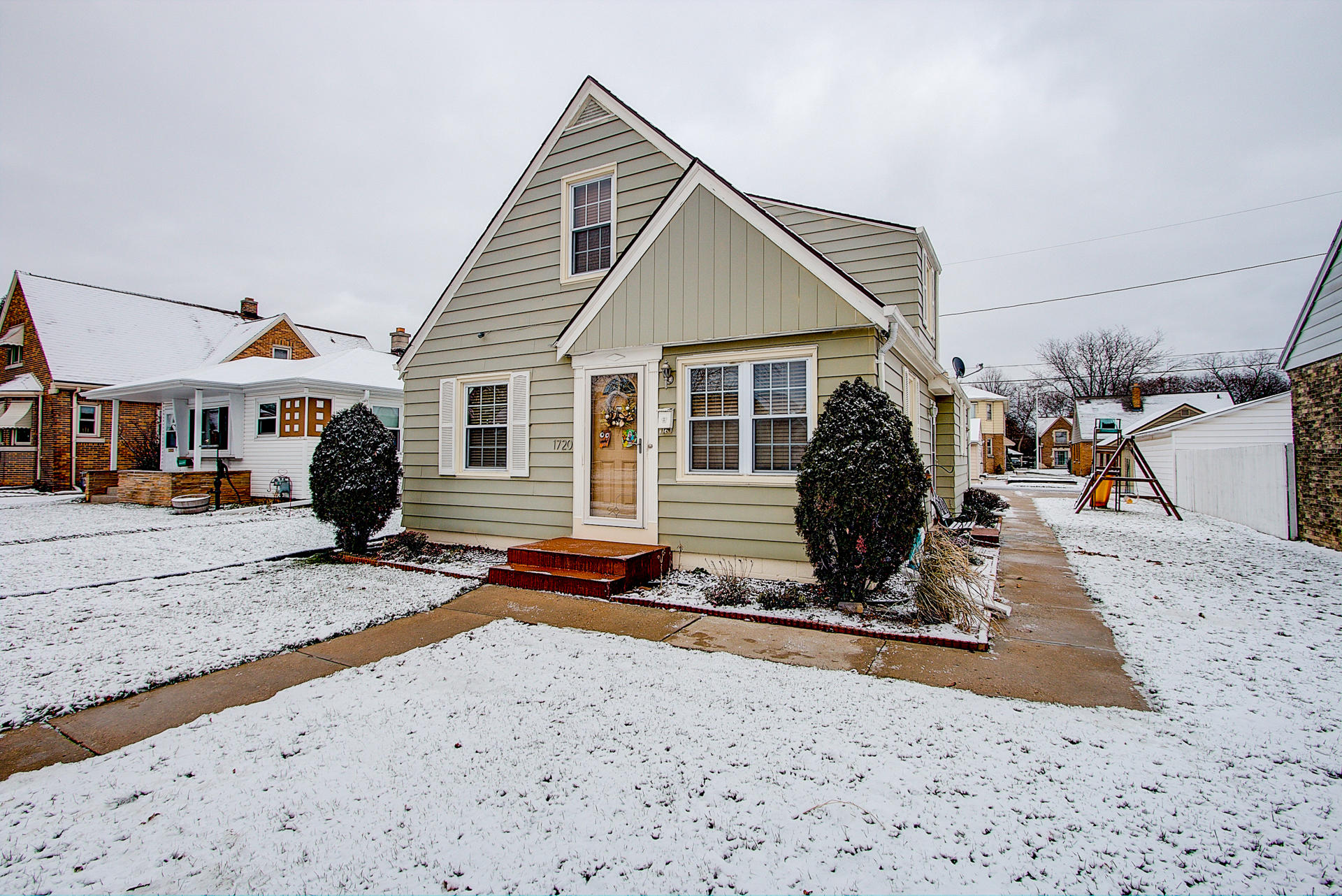 1720 53rd St, West Milwaukee, Wisconsin 53214, 3 Bedrooms Bedrooms, 7 Rooms Rooms,1 BathroomBathrooms,Single-Family,For Sale,53rd St,1619735