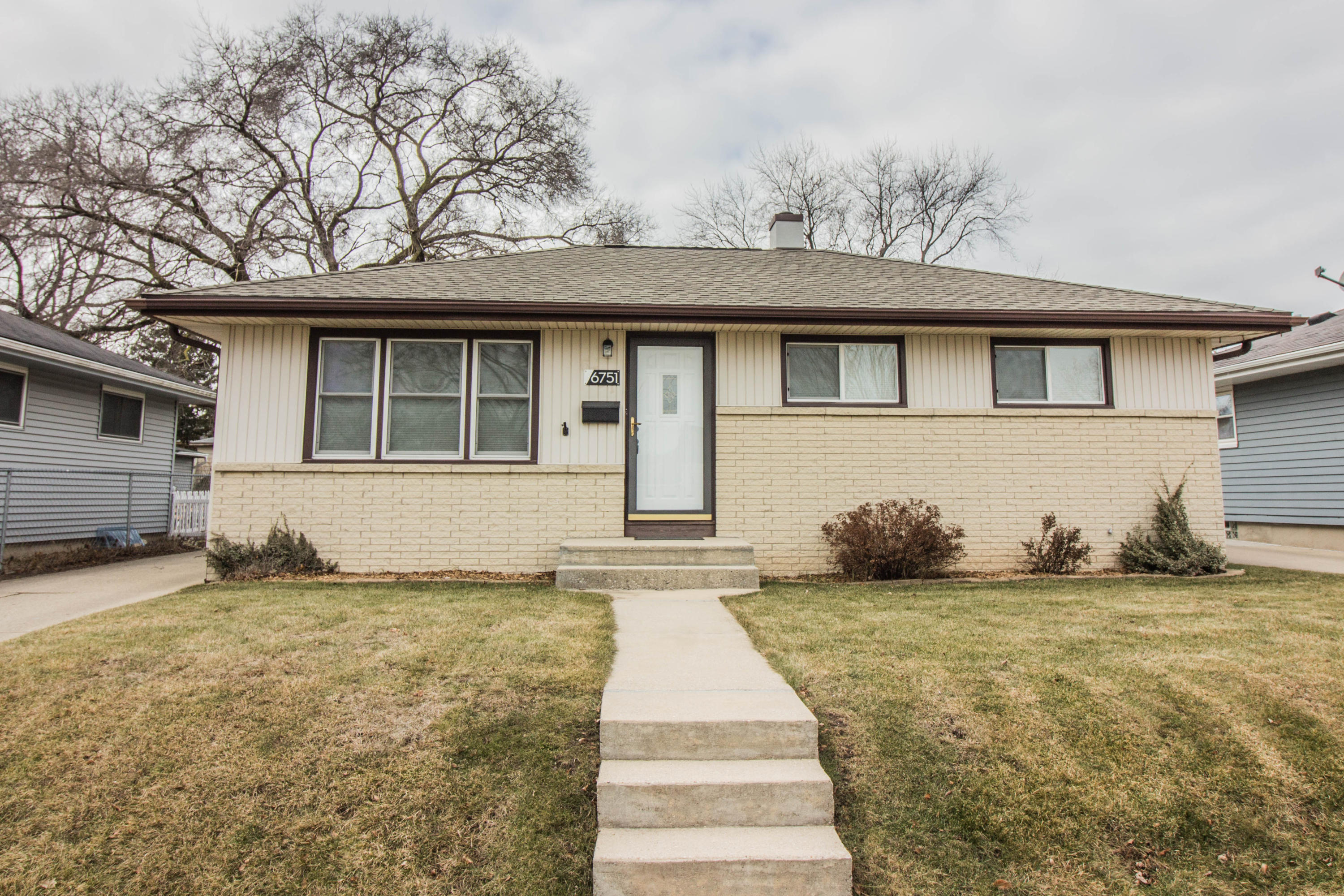 6751 17th ST, Milwaukee, Wisconsin 53221, 3 Bedrooms Bedrooms, 6 Rooms Rooms,1 BathroomBathrooms,Single-Family,For Sale,17th ST,1619872