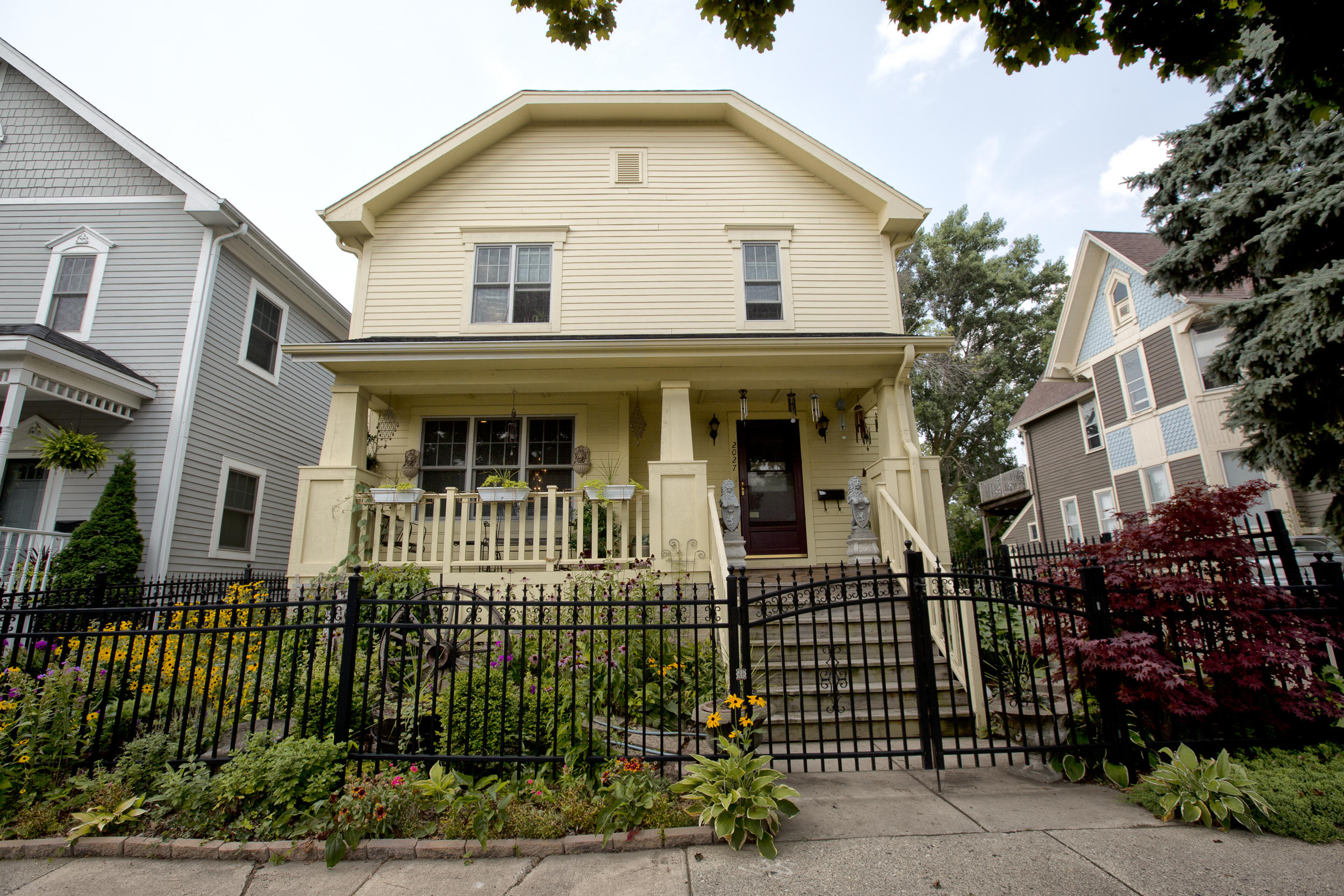 2027 Buffum St, Milwaukee, Wisconsin 53212, 3 Bedrooms Bedrooms, 6 Rooms Rooms,2 BathroomsBathrooms,Single-Family,For Sale,Buffum St,1620409