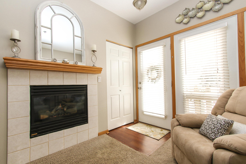 2424 Fox River Pkwy, Waukesha, Wisconsin 53189, 2 Bedrooms Bedrooms, 5 Rooms Rooms,1 BathroomBathrooms,Condominiums,For Sale,Fox River Pkwy,1,1620415