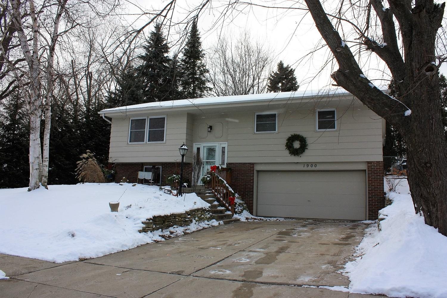 1900 Woodlawn Ave, West Bend, Wisconsin 53090, 3 Bedrooms Bedrooms, ,1 BathroomBathrooms,Single-Family,For Sale,Woodlawn Ave,1620360