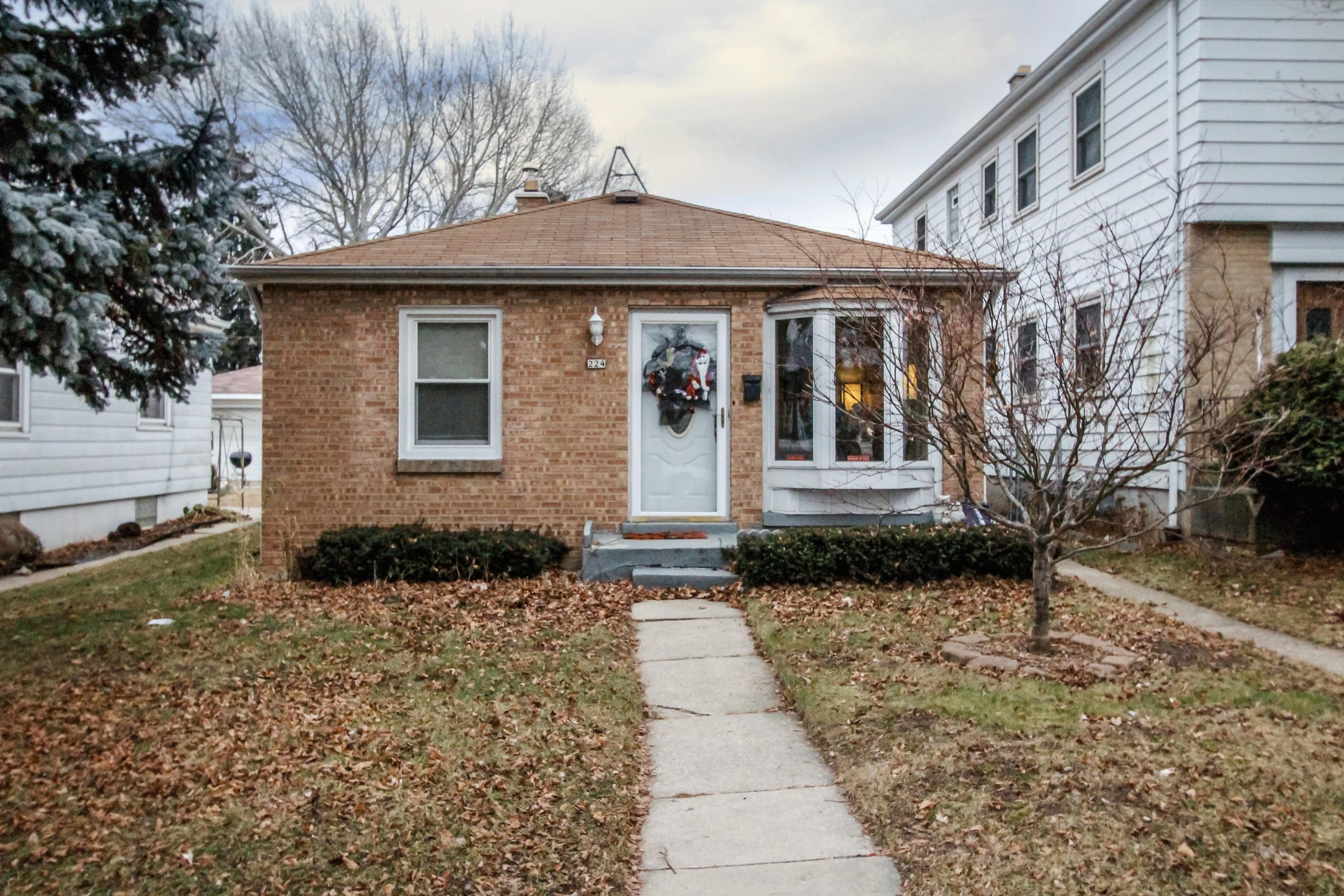 224 74th St, Milwaukee, Wisconsin 53214, 2 Bedrooms Bedrooms, 5 Rooms Rooms,1 BathroomBathrooms,Single-Family,For Sale,74th St,1620366