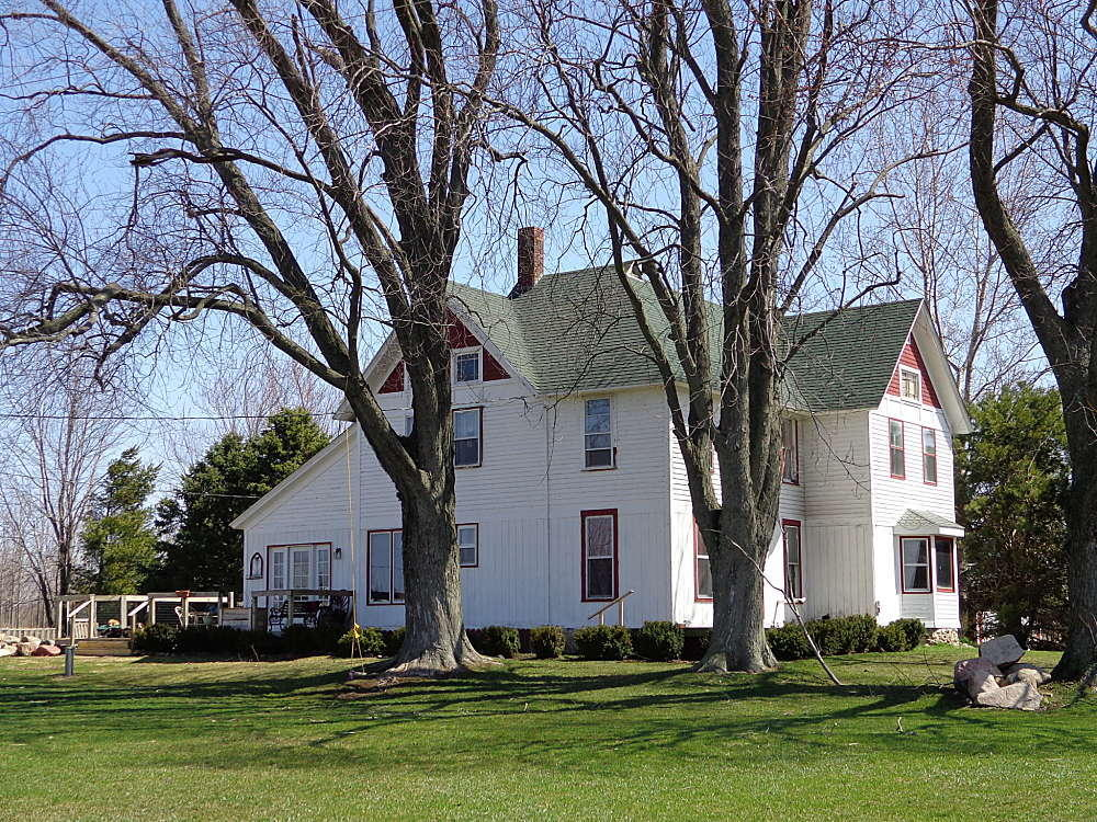 8178 State Line Rd, Sharon, Wisconsin 53585, 4 Bedrooms Bedrooms, 10 Rooms Rooms,2 BathroomsBathrooms,Single-Family,For Sale,State Line Rd,1620387