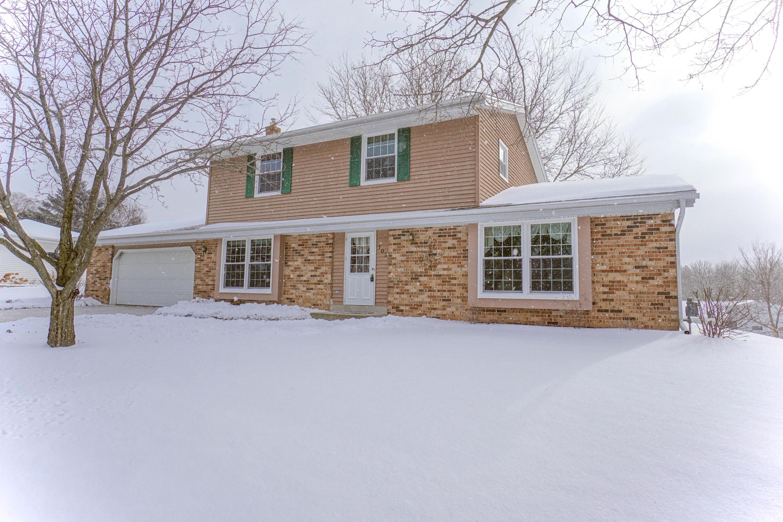 703 Cheyenne Dr, Waukesha, Wisconsin 53188, 3 Bedrooms Bedrooms, 7 Rooms Rooms,2 BathroomsBathrooms,Single-Family,For Sale,Cheyenne Dr,1620406