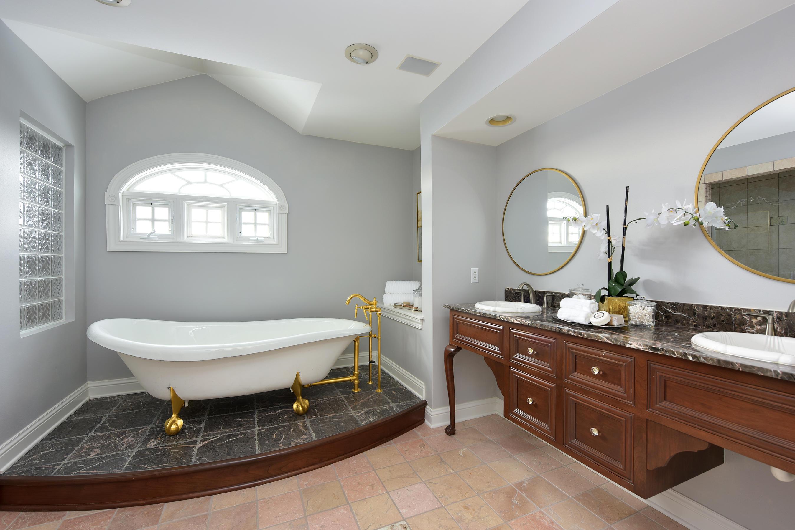 1903 Bristlecone Dr, Hartland, Wisconsin 53029, 4 Bedrooms Bedrooms, 14 Rooms Rooms,4 BathroomsBathrooms,Single-Family,For Sale,Bristlecone Dr,1619247